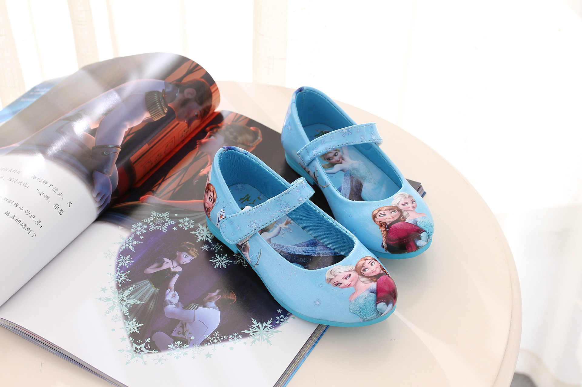 الأطفال أحذية الخريف الفتيات أحذية أطفال أميرة البنات الجلود الزرقاء حذاء الكرتون الطفل الصنادل