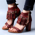 Moda Rojo de Las Señoras Peep Toe Sandalias Remaches Flecos Borlas de Cuero Genuino Tacones Altos Zapatos de Boda Mujer Gladiador Mujeres Bombas