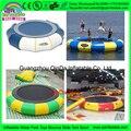 Trampolín al aire libre de atracciones, isla flotante inflable cama de salto de agua, equipo del parque de agua precio