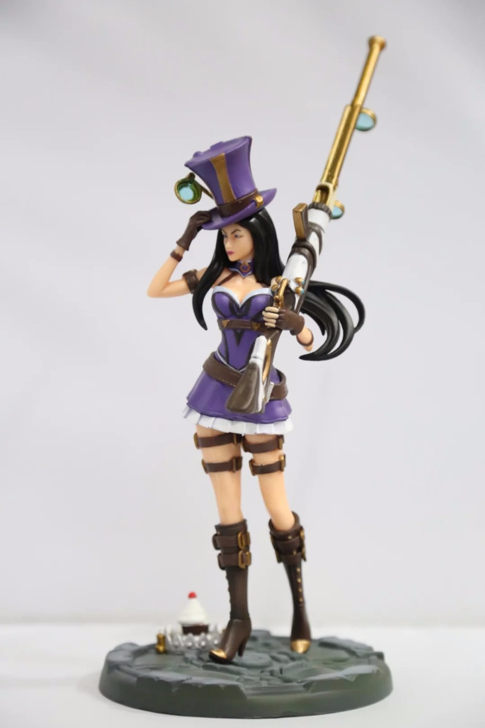 Free Shipping 14 Hot Game Hero Caitlyn - the Sheriff of Piltover Boxed 35cm PVC Action Figure Collection Model Doll Toy Gift