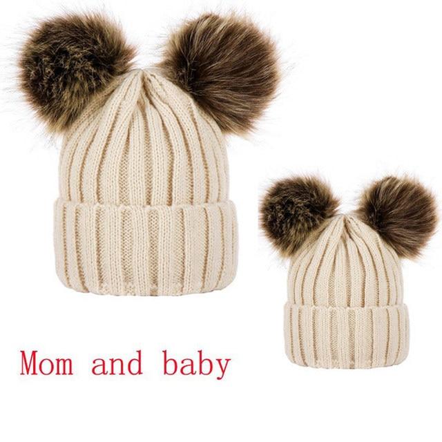 Mamá y bebé de invierno doble bola de peluche de sombrero para mujeres y  niñas de punto gorros sombrero grueso mujer otoño sombreros de invierno c33029df22b