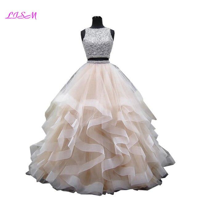 فستان فاخر من قطعتين مزين بالكريستال من فساتين كوينسيانيرا برقبة دائرية ومزين بالخرز مفتوح من الخلف من الأورجانزا طويل الطبقات ذو 16 فستان حلو