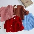 2017 invierno del bebé niñas niños suéter flojo de punto cardigan para los niños niños rojos pequeños niños géneros de punto de lana chaqueta FH123