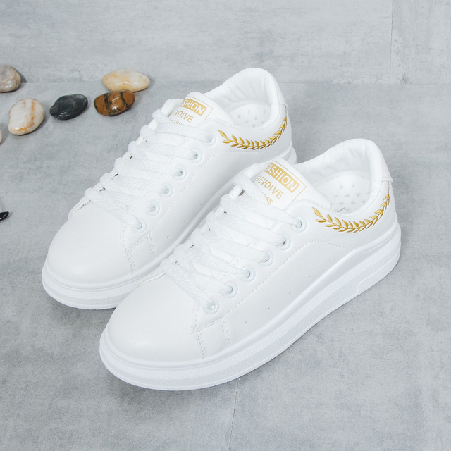 New 2018 Lady Pu leather Platform Shoes Sneakers Flat Sneakers Woman Sport Fashion Brand Breathable White Sneakers 1