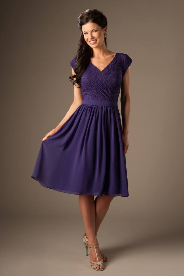 Purple Short Modest   Bridesmaid     Dresses   With Sleeves A-line Lace Chiffon Knee Length Summer Temple Maids of Honor Gowns Modest