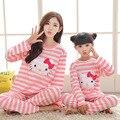 2017 girls clothing set de rayas hello kitty pijamas de navidad madre e hija ropa de manga larga pijama de algodón de fille