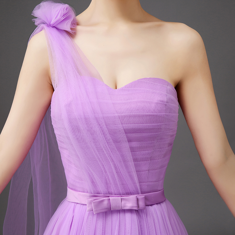 Violeta vestido de flores correas de dama de honor de un hombro ata ...