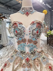 Image 3 - 2018 새로운 패턴 신부 한 단어 어깨 한국어 자기 재배 얇은 간결한 긴 꼬리 색 웨딩 드레스 전체 드레스 2411