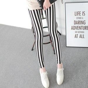 Image 2 - 흑백 세로 스트라이프 인쇄 된 여성 레깅스 패션 캐주얼 탄력 발목 길이 바지 여성 fitnes legging
