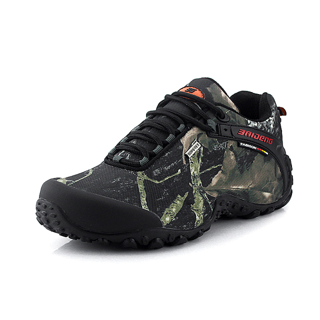 The new waterproof canvas hiking shoes Anti-skid Wear resistant breathable fishing camping climbing rubber sole shoes