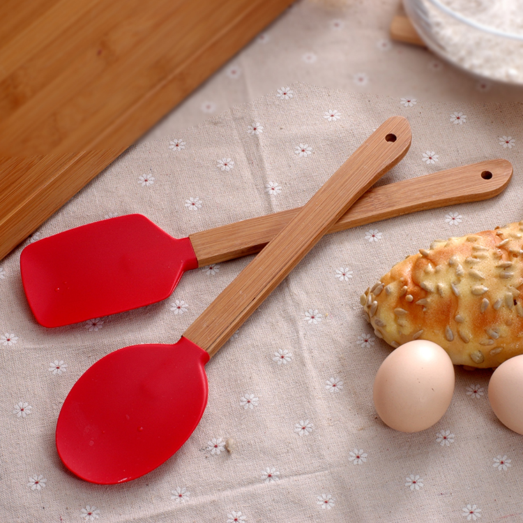 4PCS/Set Silicone Spatula Silicone cake baking tool with bamboo handle scraper high-temperature mixing butter cream spatula 2