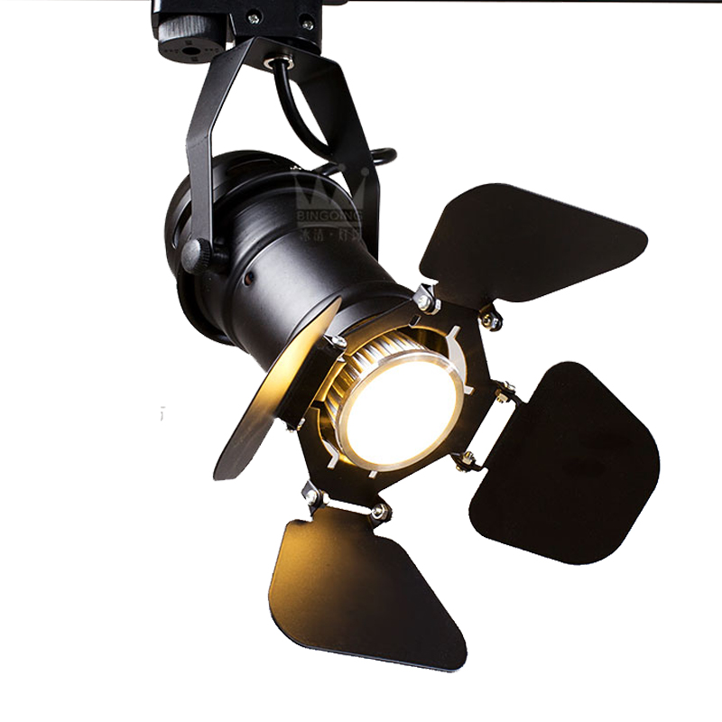The lamp led COB spotlight with the new creative clothing store track light bulbs hall commercial downlight ZH led track light50wled exhibition hall cob track light to shoot the light clothing store to shoot the light window