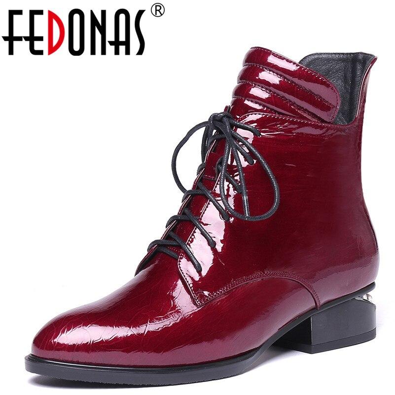 Ayakk.'ten Ayak Bileği Çizmeler'de FEDONAS 1 Moda Kadınlar yarım çizmeler Sonbahar Kış sıcak Patent Deri Yüksek Topuklu Ayakkabılar Kadın Çapraz bağlı Yuvarlak Ayak Bayanlar çizmeler'da  Grup 1