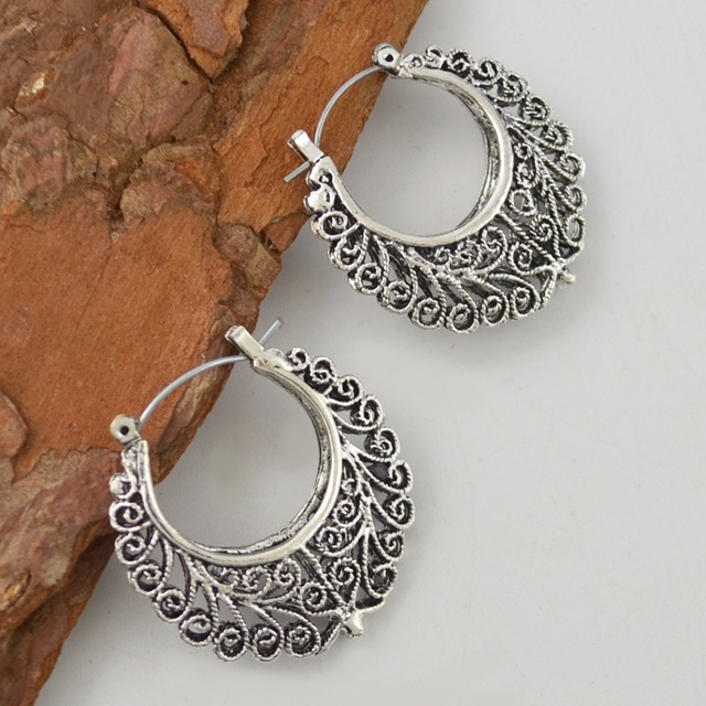 19f9742f56 US $2.03 49% OFF|Ethnic Retro Tibetan Silver Color Carving Hollow Plant  Fashion Vintage Small Hoop Earrings For Women NEW Jewelry 2017 Wholesale-in  ...