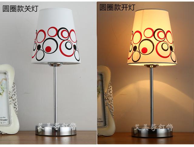 Diseños simples Multicolor Mini Lámpara de Mesa Con Pantalla De Tela Dormitorio Lámpara de Lectura Básica