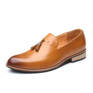 Image 2 - Mężczyźni ubierają buty panowie brytyjski styl Paty skórzane buty ślubne płaskie buty męskie skórzane oksfordzie formalne buty
