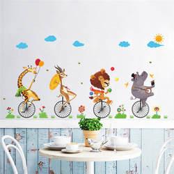 Лес дикие джунгли Животные медведь Лев Жираф ездить на велосипеде стены Стикеры для детей номеров настенные росписи окно Home Decor подарок