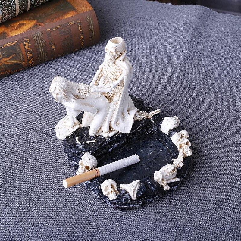 Creative Skull Ashtray Beauty Personality Fashion Accessories Ash Tray Home Decor Cigarette Ash Tray Skull Resin Ashtray Gifts