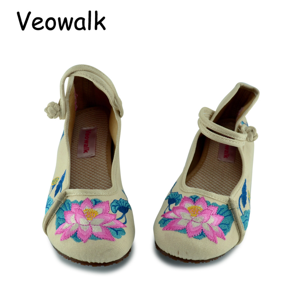 Veowalk Big Size Fashion Lotus Embroidery Women Chinese Old Peking Cloth Shoes Woman Soft Sole Casual Denim Flats Zapatos Mujer vintage embroidery shoes canvas old peking cloth flats chinese national style soft sole casual shoes women dance single shoes