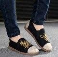 Nuevos Hombres de la Moda de Terciopelo Mocasines de Lona de Los Hombres Pisos Zapatillas Fumadores Negro Azul Bordado Causal Zapatos de Conducción Resbalón En Holgazanes