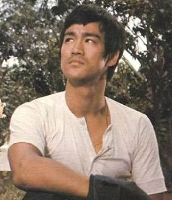 Disfraz clásico de Bruce Lee de alta calidad, uniforme de kung fu, disfraz de juego de la muerte, Camiseta con cuello redondo de Bruce Lee, SZ S-3XL