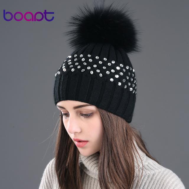 BOAPT diamantes de imitación de diamante de dos pisos conejo hizo punto el sombrero sombreros para las mujeres de invierno de piel de mapache natural caps mujer pompón gorros
