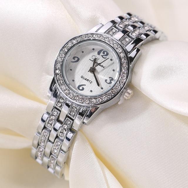 c8022d3effb81 2019 جديد الفاخرة المرأة الساعات أزياء السيدات الفضة حجر الراين سبائك ساعات  كوارتز الفتيات أعياد ميلاد