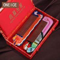 Lược gỗ Món Quà Cưới Longfeng Chengxiang Silk Satin Đóng Hộp Tay painted On Chủ Trang Trí Trung Quốc Gỗ Combs
