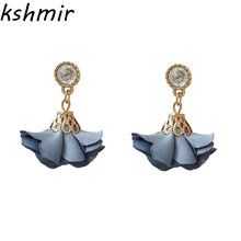 Bohemia shakes off the earrings women deserve to act role of petals Manual tassel ethnic jewelry 2018