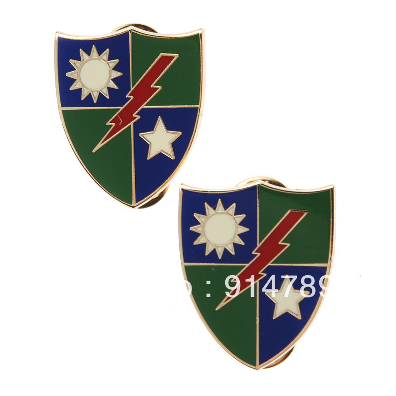 PAIR OF US ARMY 75TH RANGER REGIMENT METAL PIN BADGE-33617