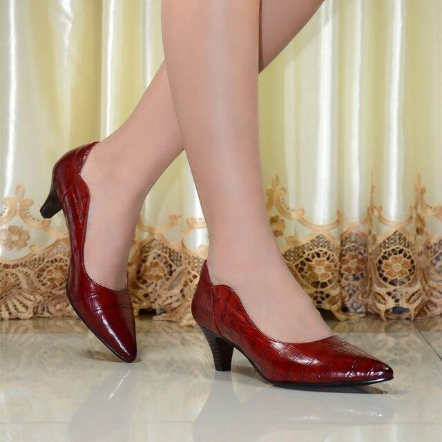 Mujeres Zapatos de Cuero Genuino Dedo Del Pie Puntiagudo Tacones Altos Las Mujeres Bombas zapatos 2017 de Marca Nueva Moda Sexy Red Mujeres Zapatos de Oficina 2588-A01
