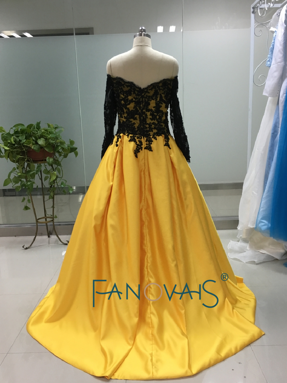 Hot&Sale black&yellow boat neck long sleeve appliques ball gown ...