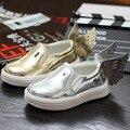 Venta al por mayor 2015 nuevos niños zapatos de cuero del bebé niños niñas zapatillas de deporte los niños de oro Silver Wing brillante pedales zapatos perezosos KY5801
