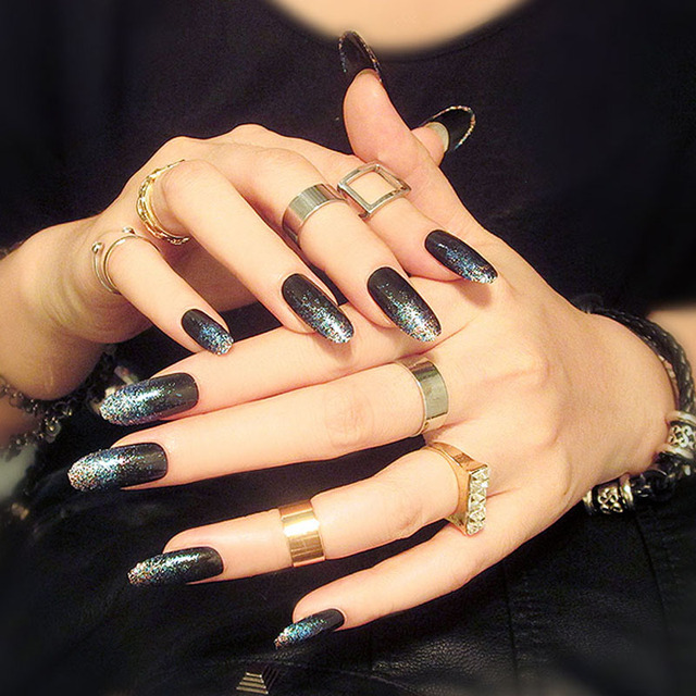 Fashionable Nail Art Work Beautiful False Nails Black and White Fake ...