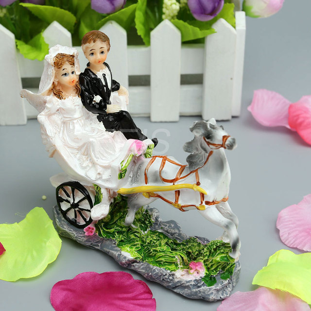 New Horse Drawn Carriage Resin Bride And Groom Cake Topper Wedding Party Anniversary Decoration Supplies