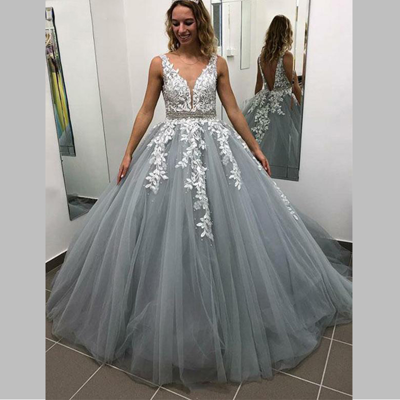 2019 New Sexy V neck Sleeveless A Line Tulle Lace Appliques Princess Long Prom Party Dress Evening Gown Vestidos De Gala in Evening Dresses from Weddings Events