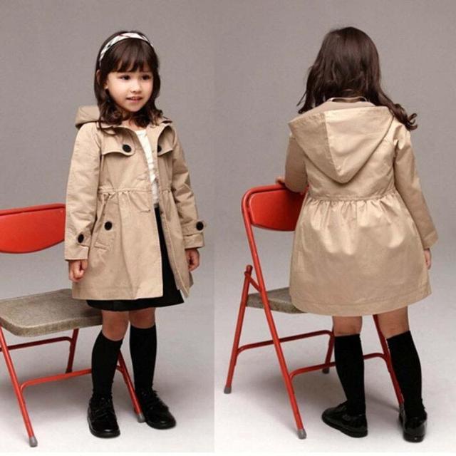 תינוקת בגדי אביב מעיל מעיל בסגנון בריטי מעיל פעוט עם כובע ילדים של מעיל רוח הלבשה עליונה פרווה מעיל