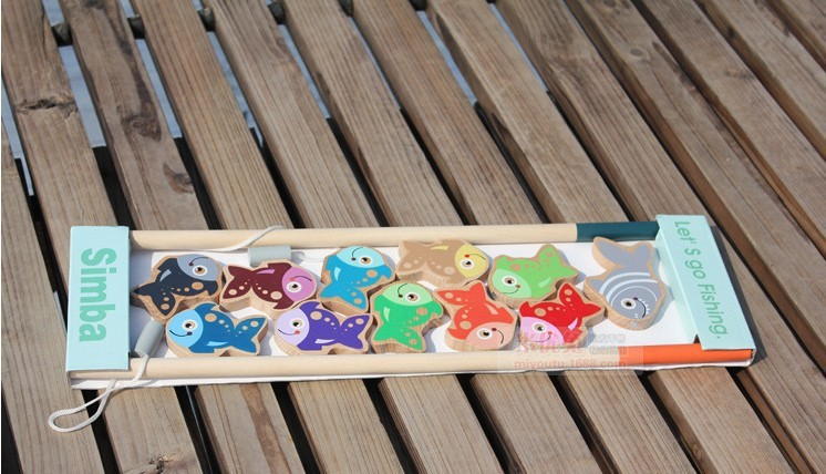 Дечија дрвена играчка за пецање укључује 11 рибица и 2 штапа за пецање / кутију за паковање деце