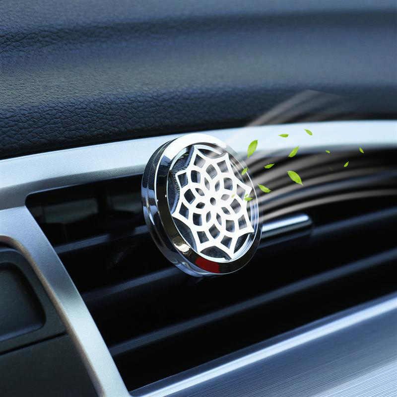 รูปแบบดอกไม้ใหม่สแตนเลส Car Air Freshener น้ำหอม Essential Oil Diffuser Locket สุ่มส่ง 1 pcs แผ่นน้ำมันเช่นของขวัญ