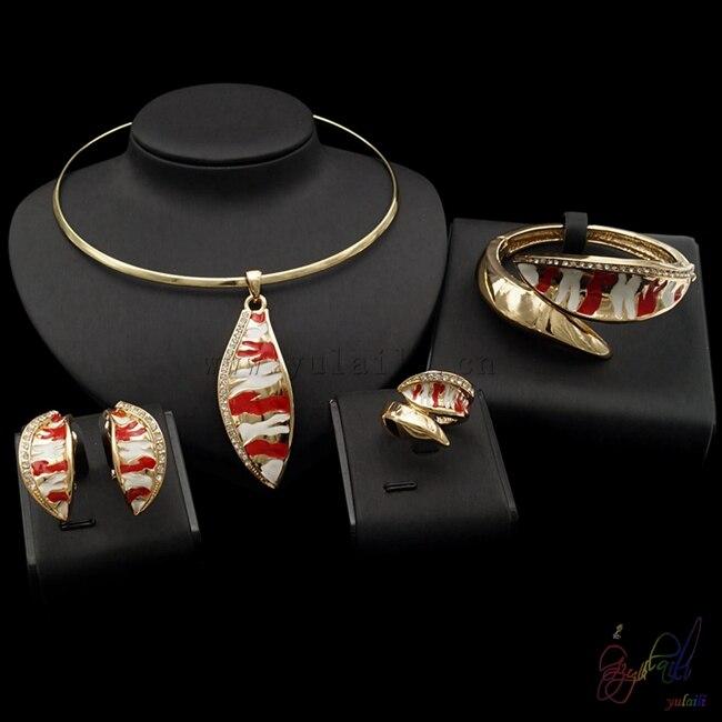Yulaili livraison gratuite vente chaude en alliage de Zinc conception Simple à la mode couleur or collier collier dames quatre bijoux ensemble