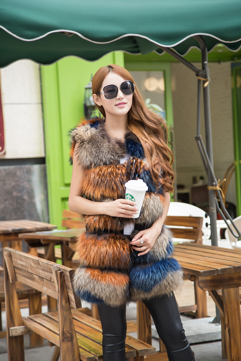 Milan Montre De Mode incroyable Réel fourrure de raton laveur gilet, dames  de luxe véritable fourrure de raton laveur gilet De Noël de fourrure gilet 9aa9994263a