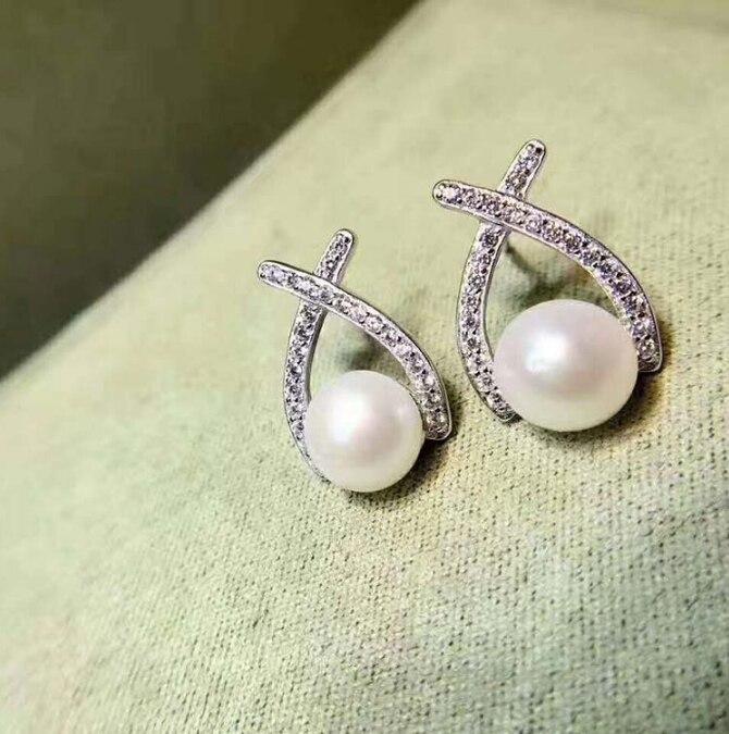 Meilleur prix 100% 925 en argent Sterling croix naturelle coquille perle boucle d'oreille pour les femmes, clair CZ Bijoux de luxe Bijoux en gros