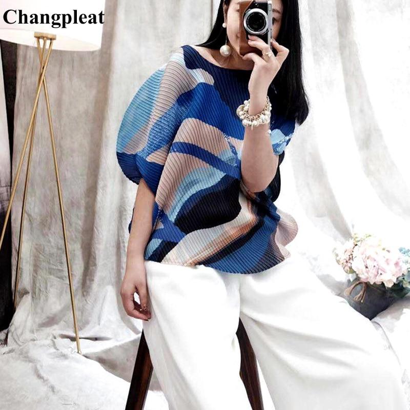Changpleat 2019 الصيف جديد مطبوعة المرأة القميص قمم Miyak مطوي الأزياء فضفاض س الرقبة كبير حجم الإناث تي شيرت قصير المد-في تي شيرتات من ملابس نسائية على  مجموعة 1