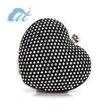 The Most Fashion Shining Heart Shape Evening Bag Black Clutch Bag for Party and Daily Carrying