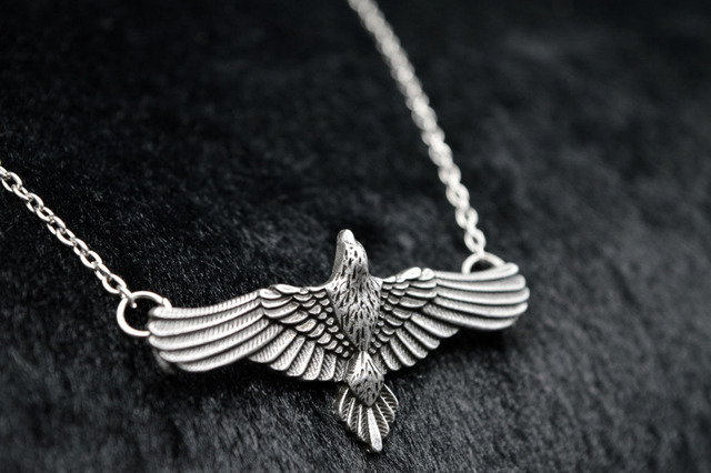 1pc Handmade Flying Crow Pendant Antique Silver Raven Totem Necklace Celtics Viking Bird Jewelry Pagan Charm SGL318
