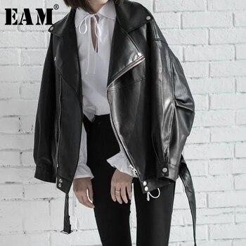 [EAM] عالية الجودة 2020 الربيع الأسود بولي Leather الجلود فضفاضة بدوره إلى أسفل طوق سستة موضة جديدة المرأة البرية سترة LA938