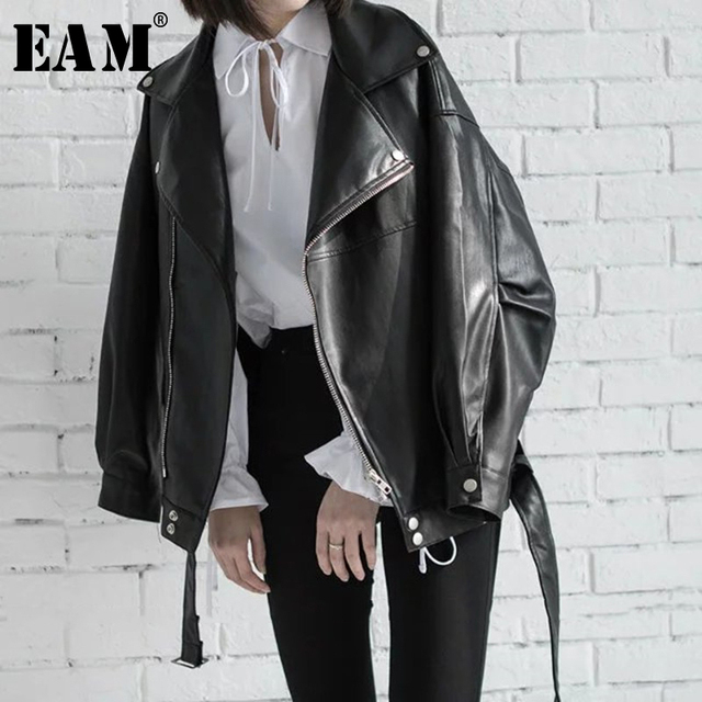 [EAM] High Quality 2020 Spring Black PU Leather Loose Turn down Collar Zipper Fashion New Womens Wild Jacket LA938