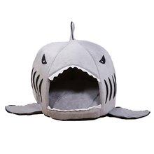 Vtipný psí či kočičí domeček ve tvaru žraloka
