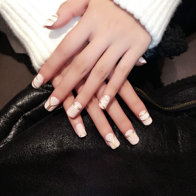 achetez en gros frais faux ongles en ligne des grossistes frais faux ongles chinois. Black Bedroom Furniture Sets. Home Design Ideas