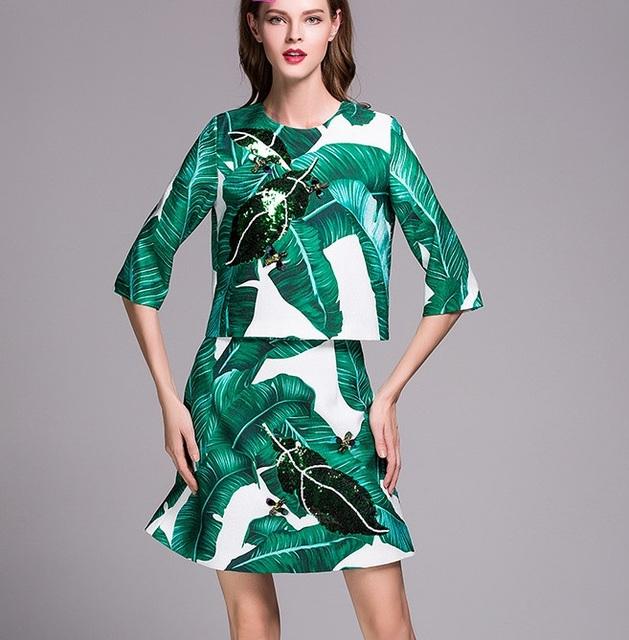 Nueva llegada 2016 de moda de verano hoja de plátano imprimir lentejuelas hecho a mano cuentas de las mujeres remata la blusa lindo mini falda conjunto de dos piezas verde